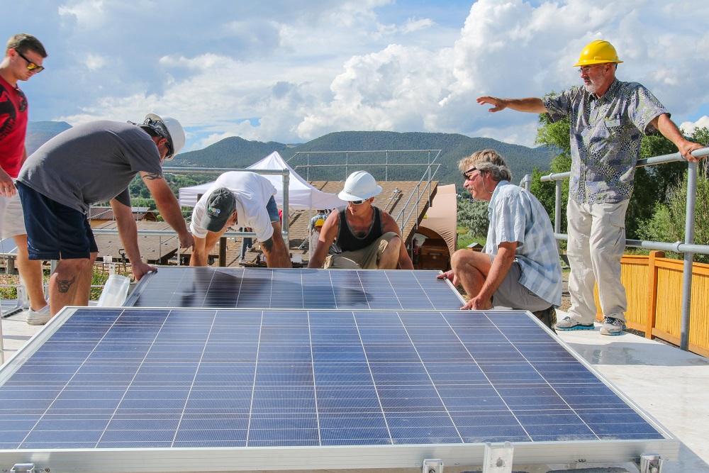 Estudiar Energia Solar Como Elegir La Capacitacion Correcta Capacitacion Para Instaladores Solares Curso De Instalacion De Sistemas Solares Fotovoltaicos Cursos De Energia Solar Educacion En Energias Renovables