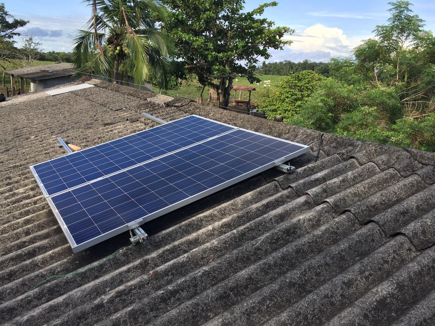 Llevando Energia A Comunidades Remotas En Colombia Nuestros Alumnos Causan Un Impacto Global Capacitacion Para Instaladores Solares Curso De Instalacion De Sistemas Solares Fotovoltaicos Cursos De Energia Solar
