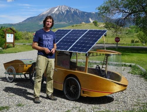¡Mira este novedoso vehículo impulsado por energía solar!